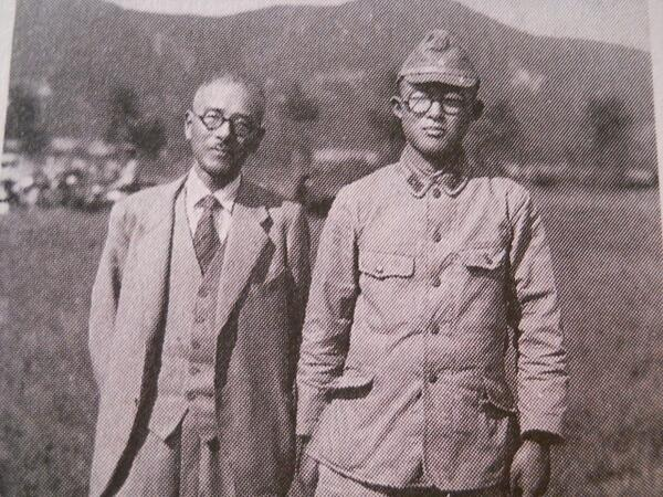 Just been drafted: Shigeru Mizuki with his father, 1943